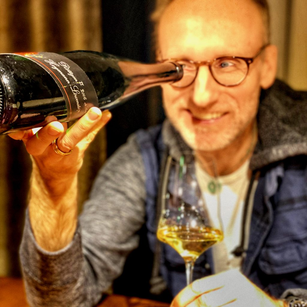 Thomas Curtius with wine from Heymann-Löwenstein