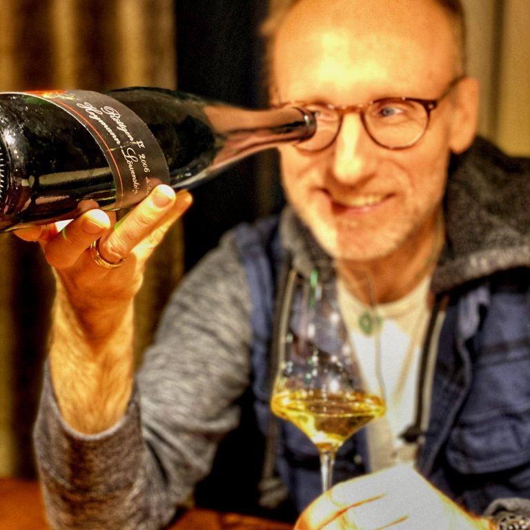 Thomas Curtius with wine from Heymann-Löwenstein