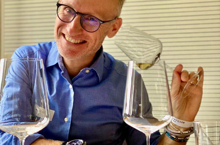 thomas Curtius mit Glas